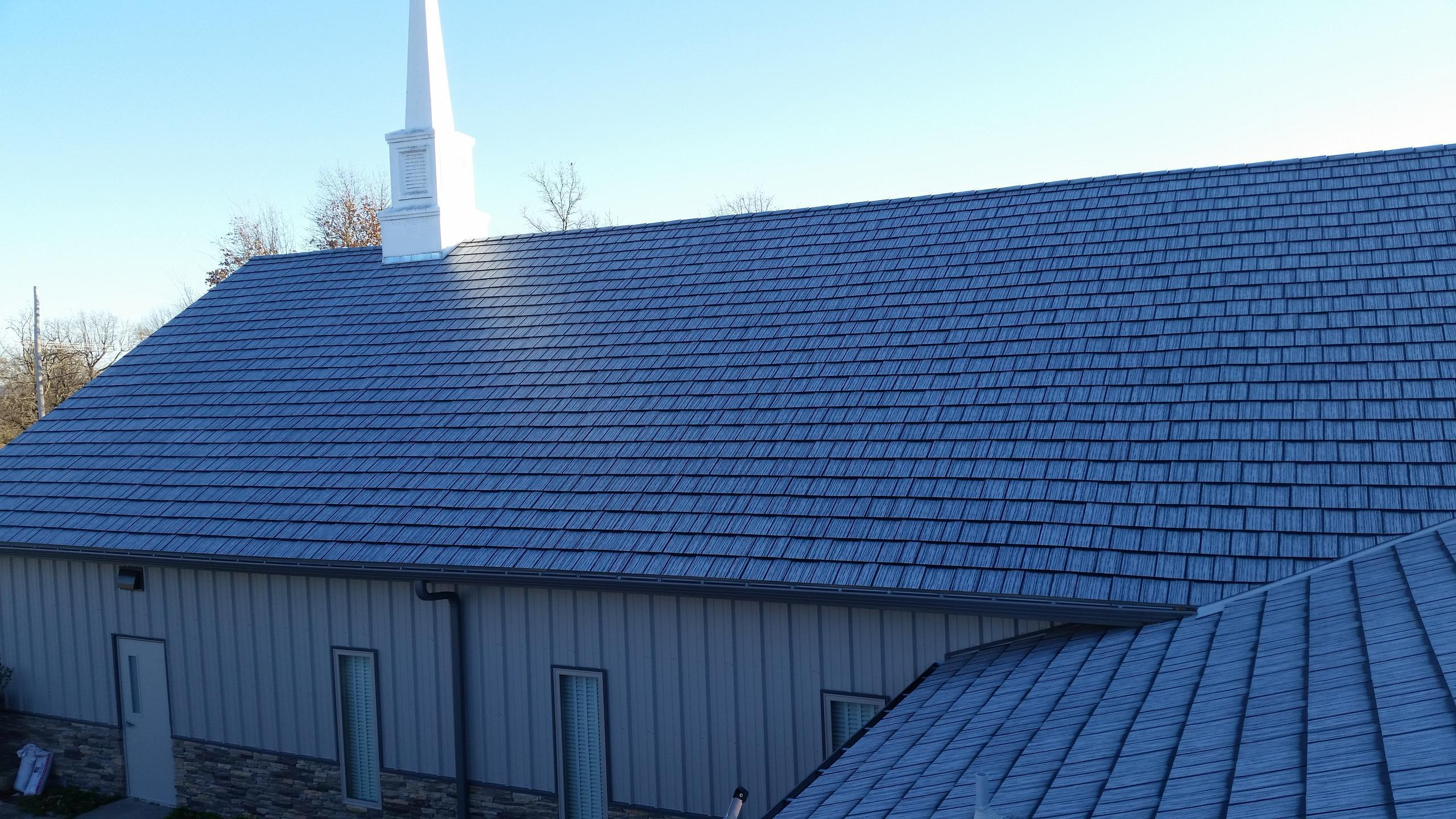 Generations HD Shake Charcoal Gray Roofing was selected for this church as a result of its unmatched warranty and the rustic dimension and naturalism to traditional hand-split cedar shakes.