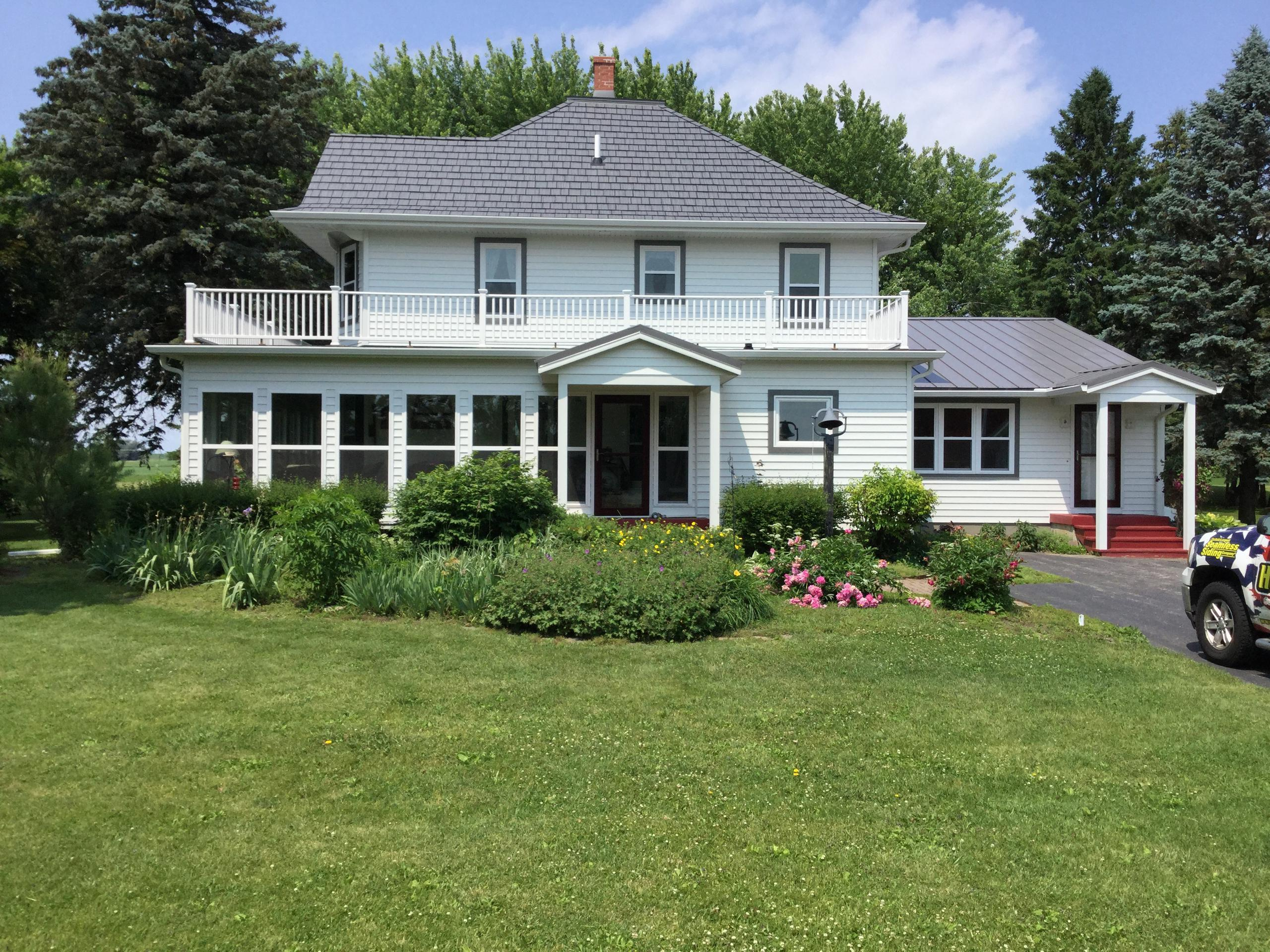 This charming home in rural Wisconsin had Generations Shake Charcoal HD roofing installed because of its ability to resist wind speeds up to 160 mph.