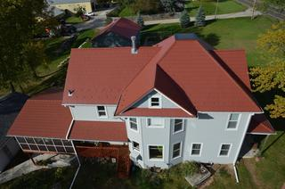 Arrowline Shake Classic Red Roofing from EDCO was installed on this home in Wisconsin because of the natural look and architectural detail of hand-split shakes.