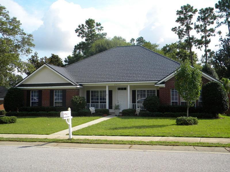 A colonial home in Alabama had the EDCO Arrowline roofing in Statuary Bronze installed to maintain the natural look and style of the home for a lifetime