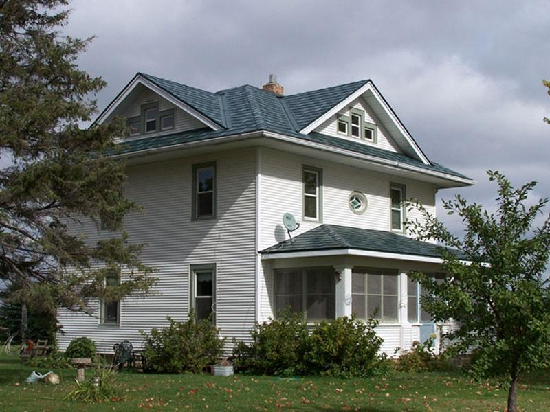 A farmhome local on an acerage outside of the Twin Cities chose Arrowline Shake Hartford Green Blend Roofing to maintain a weathered shake panel look that will last a lifetime