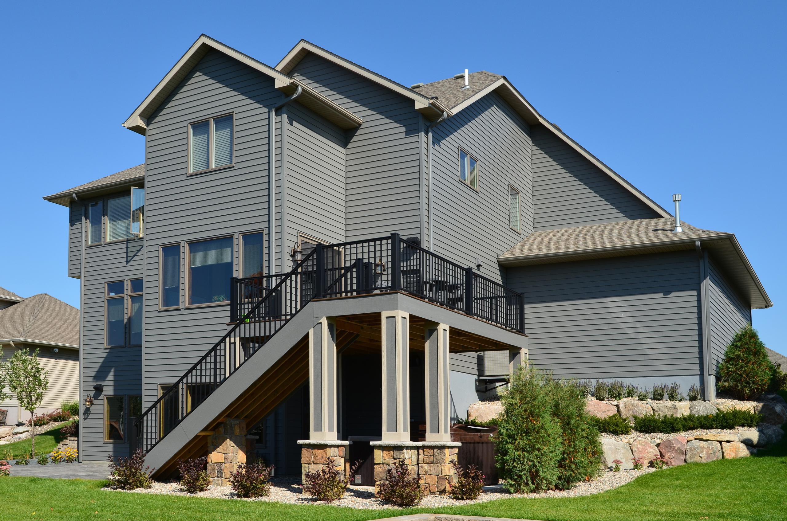 Style and quality were deciding factors for this homeowner when selecting siding for their new home. EDCO's steel siding provides the style you want with the highest quality product available