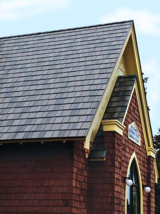 A church in Madeline Island, WI installed Arrowline shake Enhanced T-Tone Blend roofing on their place of worship to coordinate with the architectural details of the wood shake siding