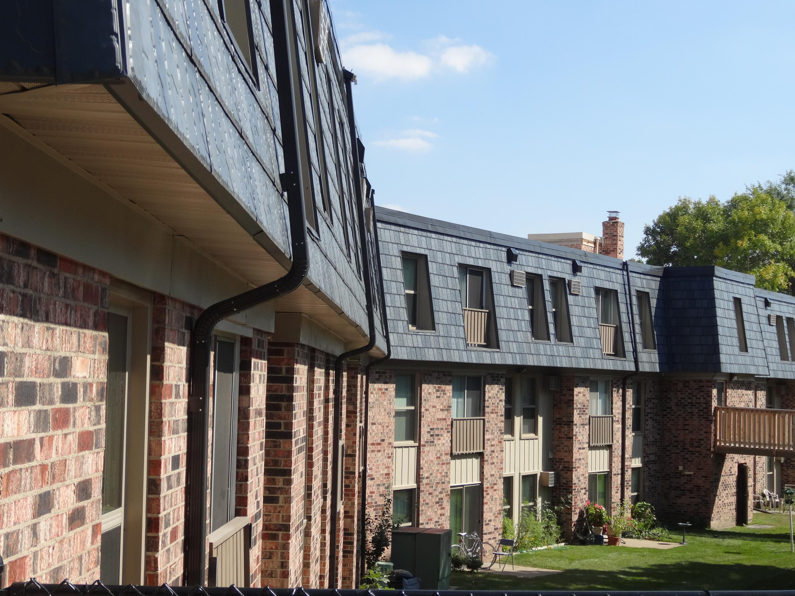Arrowline Slate Stone Blend from EDCO gives this apartment building in Minnesota a distinctive look.