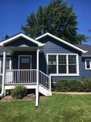 Maetzold Homes worked with Mayer Lumber to supply products that gave this home a charming look. This home shows EDCO's ENTEX Classic Blue Traditional Lap siding with Polar White Soffit, Fascia and Trim.