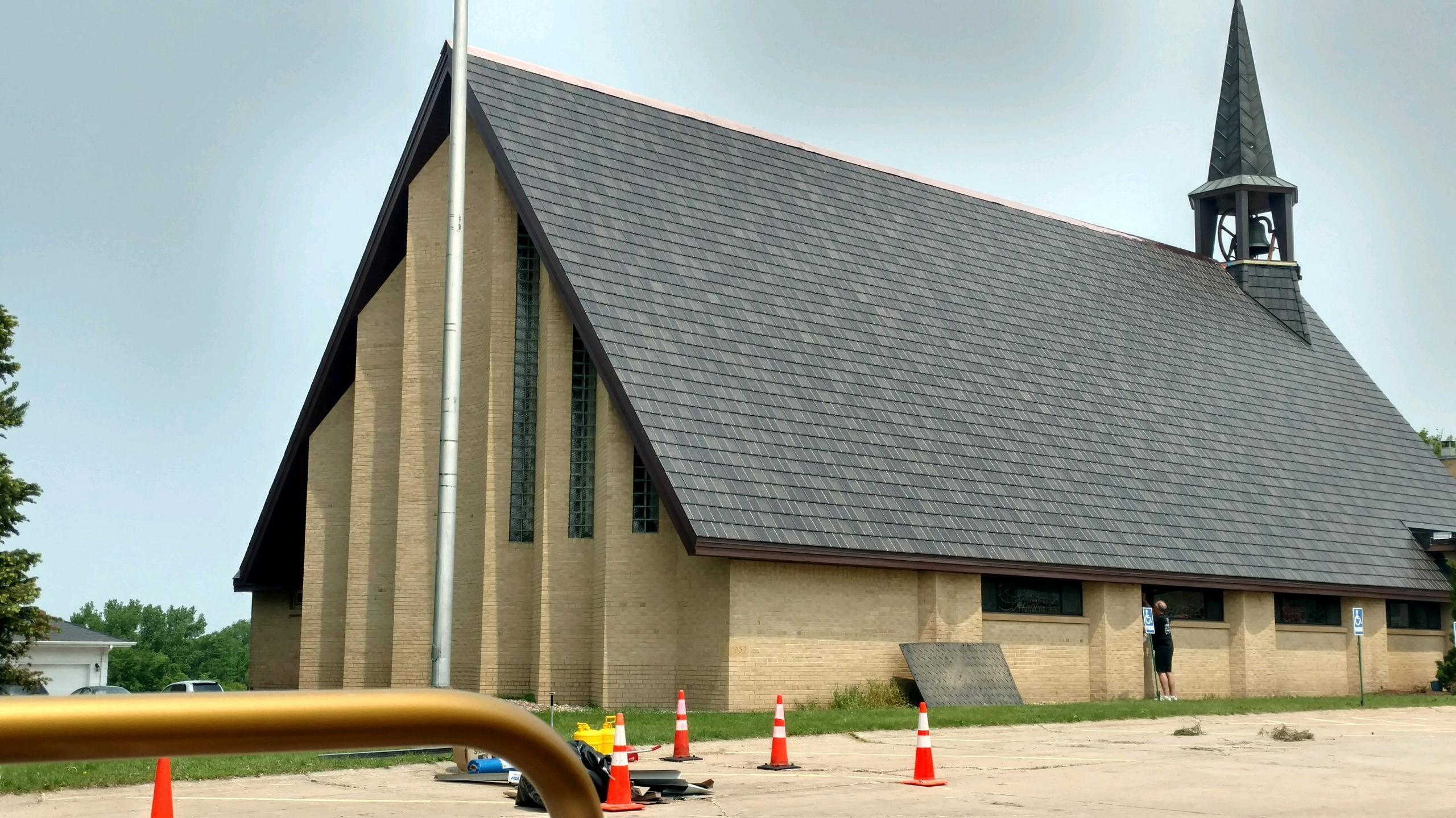 ArrowLine Shake Statuary Bronze Enhanced from EDCO was selected to replace an existing roof on this house of worship to protect it for years to come.
