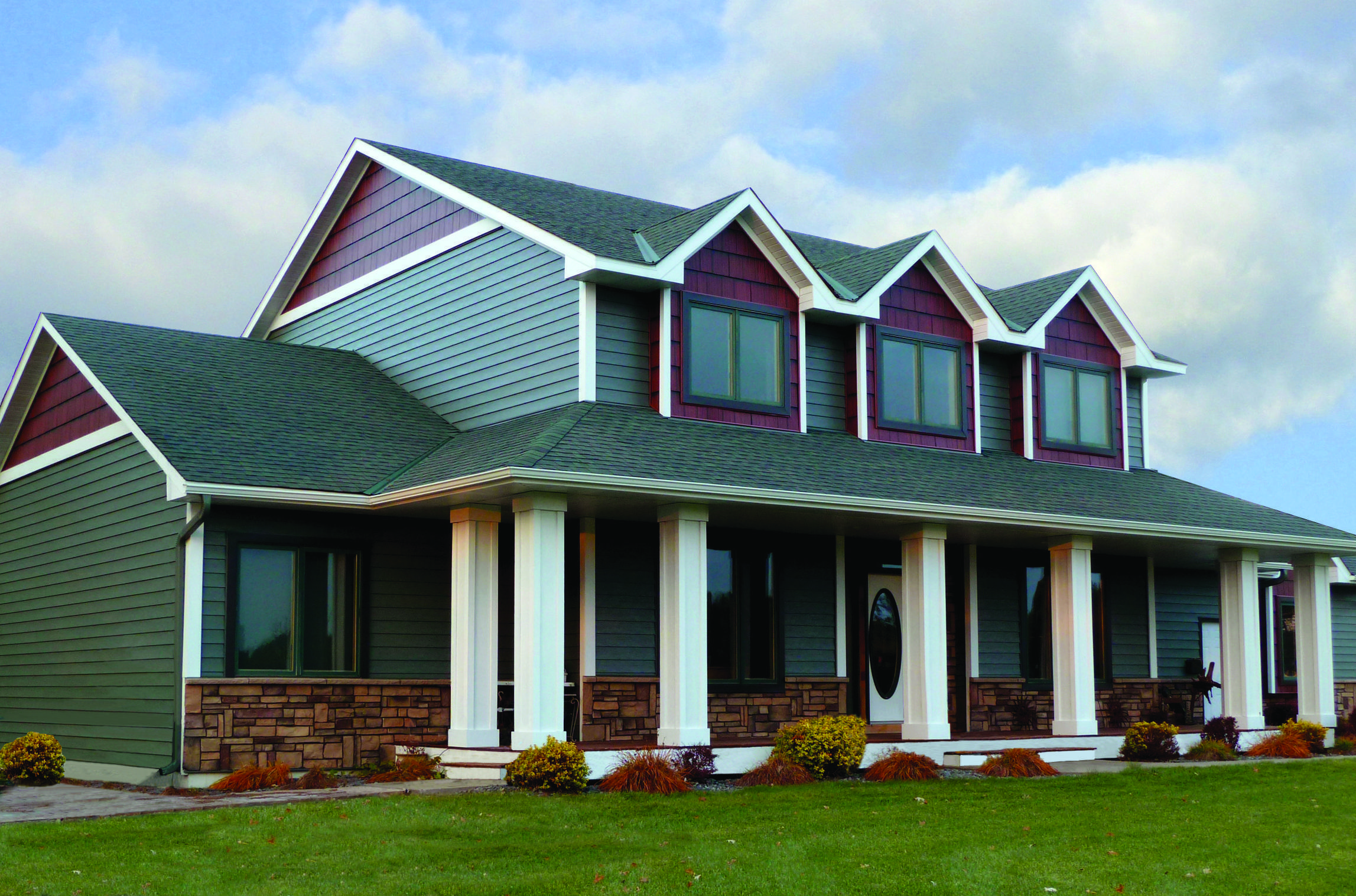 This charming 2-story home combines the timeless beauty of traditional lap siding and the distinctive accents of Arrowline Shake Roofing in Classic Red HD which gives it a natural, elegant style